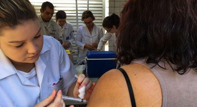 Vacina da febre amarela demora dez dias para começar a fazer efeito