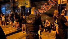 Mesmo com proibições, polícia flagra bar com 50 pessoas em SP
