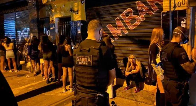 Mesmo com proibição de funcionamento, polícia flagra bar com 50 pessoas na zona leste de SP