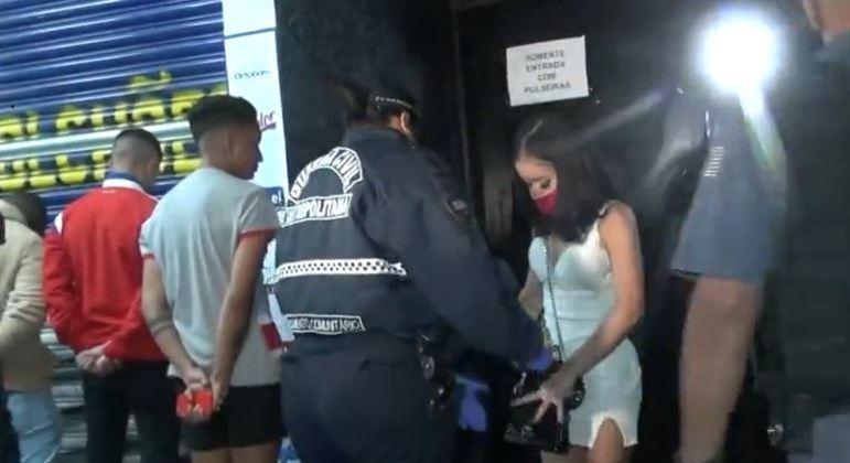 Tabacaria é interditada após festa com 65 pessoas na zona leste de São Paulo