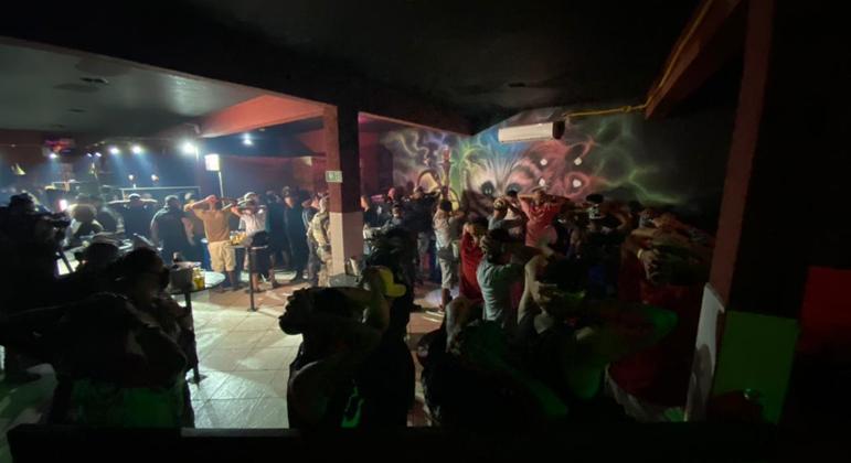 Polícia Civil encerra festa clandestina com 70 pessoas em Guaianases, na zona leste de SP