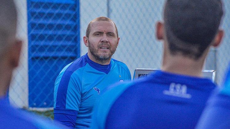 FECHADO - A Chapecoense anunciou a chegada do técnico Mozart Santos, que estava no comando do CSA. O treinador desembarca na Arena Condá para substituir Umberto Louzer, que se desligou do Verdão do Oeste no meio da semana para dirigir o Sport.