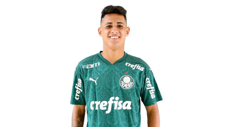 FECHADO - A diretoria do Palmeiras acertou a renovação do atacante Victor Henrique, de 17 anos. Integrante do plantel sub-17. Destaque na atual temporada, Victor despertou interesse do Alviverde ainda em 2018, atuando pelo Brasilis de Águas de Lindoia. Depois de 10 dias de testes na Academia de Futebol, foi dispensado pela diretoria. Ele voltou ao clube interiorano e se tornou grande referência da equipe, com 29 gols em 29 jogos. Diante do bom desempenho, foi contratado em definitivo pelo Palmeiras em julho de 2019.