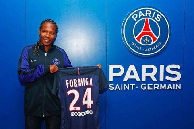 FECHADO - A diretoria do PSG divulgou nesta terça-feira, que a volante brasileira Formiga teve o seu contrato prorrogado por mais um ano. A veterana jogadora, de 42 anos, está no clube francês desde 2017.