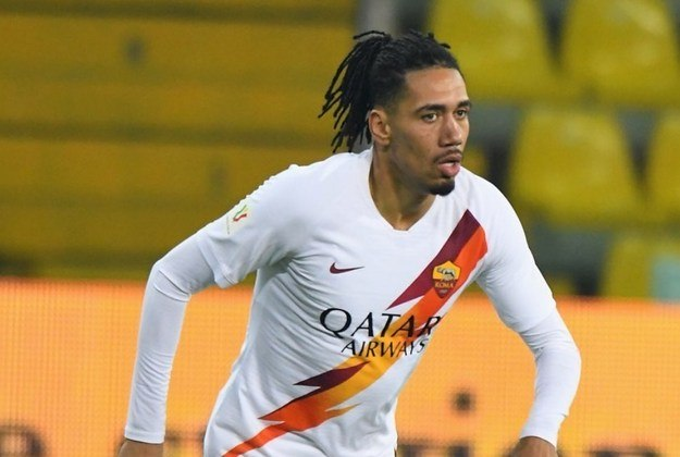 FECHADO - A Roma acertou a contratação do zagueiro Chris Smalling em definitivo. O zagueiro já atuou no clube na última temporada por empréstimo.