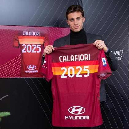 FECHADO - A Roma renovou o contrato do lateral esquerdo Riccardo Calafiori, até junho de 2025.