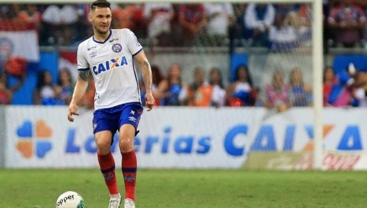 FECHADO - A terça-feira foi de novidade para o Ceará. O Vozão confirmou a compra de 60% dos direitos federativos do zagueiro Tiago Pagnussat, que pertencia ao Bahia e estava emprestado ao time alvinegro.