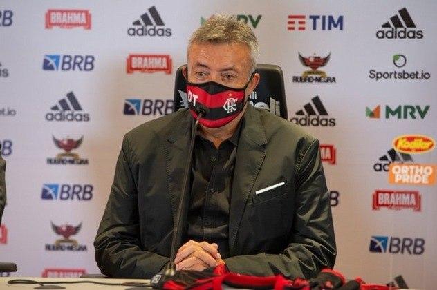 FECHADO: Adotar aos poucos um estilo próprio é o objetivo do técnico Domènec Torrent como novo treinador do Flamengo. O espanhol foi apresentado oficialmente, nesta segunda-feira, no Ninho do Urubu e pregou o respeito ao legado do antecessor no cargo, Jorge Jesus.
