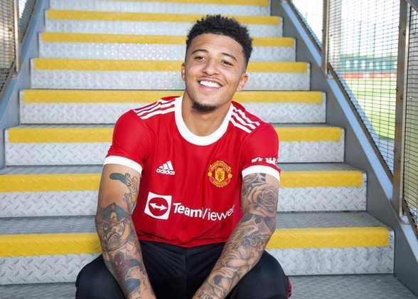 FECHADO - Agora é oficial: Jadon Sancho é jogador do Manchester United. Nesta sexta-feira, o clube inglês anunciou a contratação do ex-atleta do Borussia Dortmund, que assinou um contrato de cinco temporadas, até junho de 2026. O acordo prevê ainda mais um ano de opção, segundo comunicado do clube vermelho.