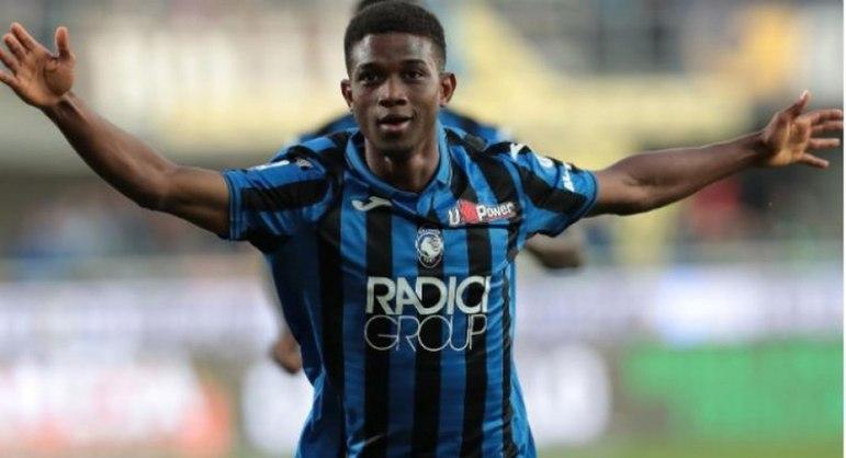 FECHADO - Amad Diallo se juntará ao Manchester United já em janeiro, após pedido de Solskjaer para que o atleta chegue imediatamente à Inglaterra. A Atalanta tentou ficar com o jogador até junho, porém está tudo decidido entre as partes.