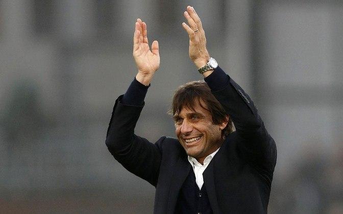 FECHADO - Antonio Conte seguirá como treinador da Inter de Milão. Em nota oficial, o clube italiano classificou a reunião como