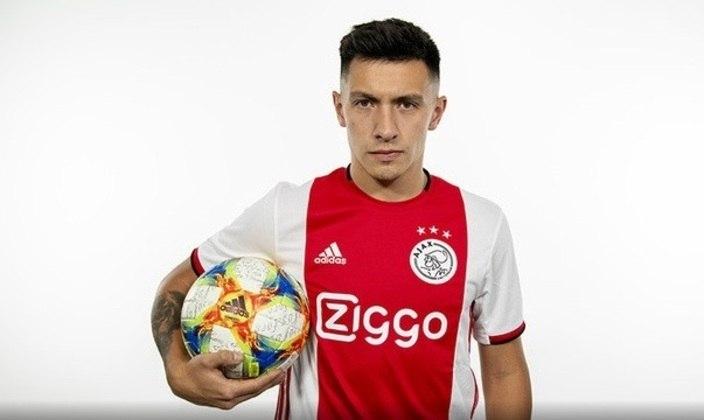 FECHADO - Aos 23 anos de idade, o zagueiro argentino Lisandro Martínez vinha despertando olhares atentos de outros clubes do mercado europeu. Situação essa que fez o Ajax se movimentar nos bastidores e providenciar uma renovação contratual para o defensor. Agora, Licha tem vínculo com a equipe de Amsterdã até junho de 2025 em acordo que não teve detalhes oficiais divulgados.