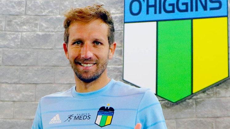 FECHADO - Aos 33 anos de idade, o meio-campista chileno Felipe Seymour agregou mais uma equipe ao seu currículo. Nessa segunda-feira (29), o O'Higgins anunciou oficialmente a chegada do atleta que tem seis partidas vestindo a camisa da seleção do Chile.