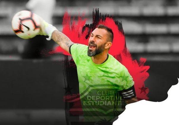 FECHADO - Aos 39 anos de idade e com uma carreira bastante marcada pelos feitos na longa trajetória pelo Emelec, o goleiro argentino naturalizado equatoriano Esteban Dreer está de equipe nova no futebol do Equador.