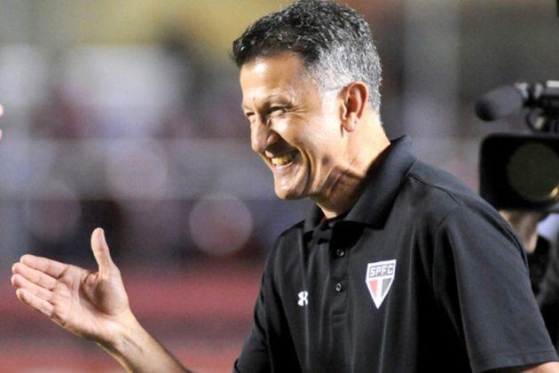 FECHADO - Após 13 dias de negociações, Juan Carlos Osorio, ex-treinador do São Paulo e Seleção Mexicana, não chegou a um acordo com o clube colombiano Deportivo Pereira. Apesar do encerramento das negociações com o Deportivo, a imprensa local o coloca como um dos possíveis treinadores cogitados para assumir a Seleção da Colômbia.
