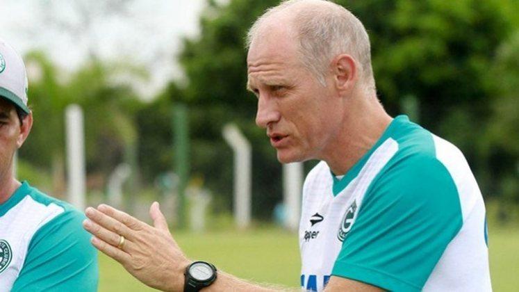 FECHADO - Após a demissão de Maurílio Silva, a diretoria do Paraná agiu rápido no mercado e anunciou a chegada de Silvio Criciúma como técnico.  A escolha foi por um profissional disponível no mercado e com conhecimento em divisões inferiores do futebol nacional.