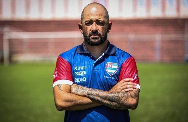FECHADO - Após a liberação de Alex Alves para a Portuguesa, o Nacional-SP agiu rápido e acertou a contratação do técnico Ricardo Silva para comandar a equipe na temporada de 2022. Assim, depois da passagem pelo Figueirense, o treinador está de volta ao Naça.