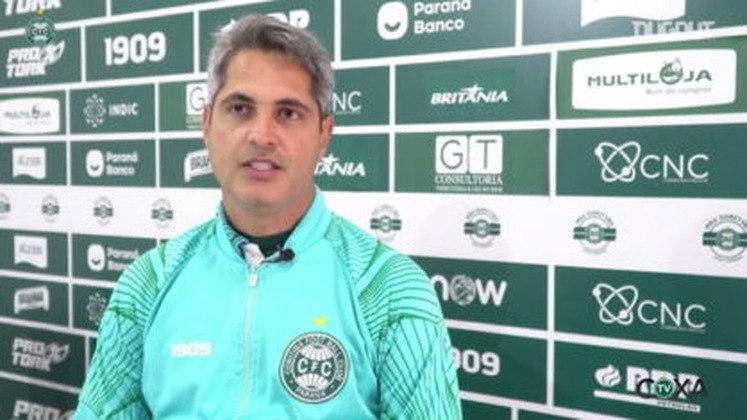 FECHADO - Após o revés por 1 a 0 diante do Sport, a diretoria do Coritiba decidiu demitir o técnico Rodrigo Santana.  Ele sai depois de dois empates e quatro derrotas. O Coxa está na 18º colocação, com 21 pontos.