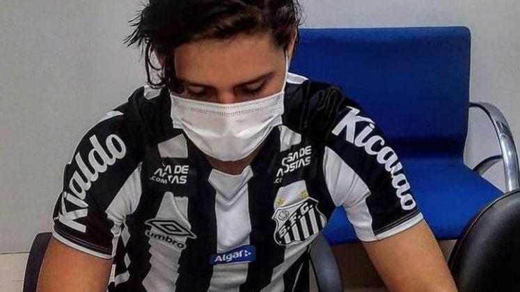 FECHADO - Após sete meses, o sonho do meia boliviano Luis Zeballos de vestir a camisa do Santos chegou ao fim. Na semana passada, ele foi informado pelo supervisor das categorias de base do Peixe, Felipe Gil, que não seria aproveitado na equipe Sub-20 e o jogador não treina mais no clube.