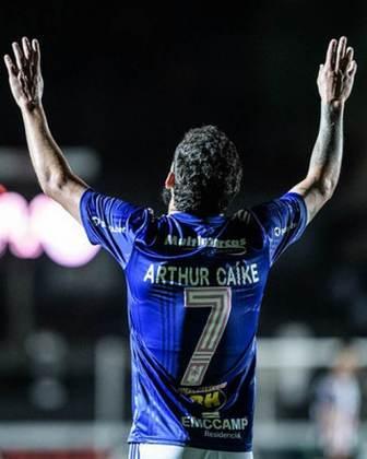 FECHADO - Arthur Caike, que estava emprestado ao Cruzeiro, rescindiu com a Raposa e fechou a sua ida ao Kashima Antlers do Japão.