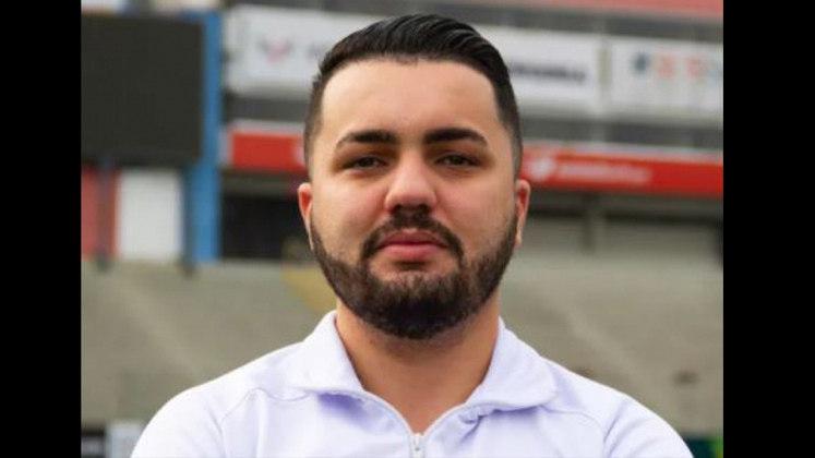 FECHADO - Arthur Ferreira anunciou a saída do cargo de diretor de futebol do Paraná. A decisão é uma resposta ao elenco, que devido a falta de pagamento, se recusou a trabalhar na última quinta-feira.