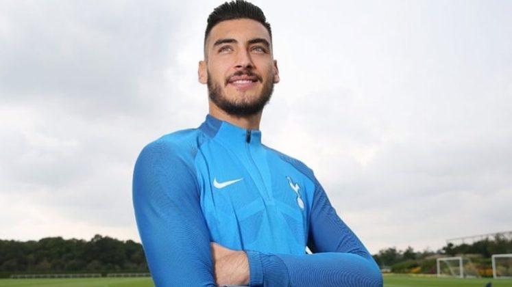 FECHADO - Através de seus canais oficiais, o Tottenham publicou nota informando que o arqueiro Paulo Gazzaniga não é mais atleta dos Spurs. O vínculo com o jogador chega ao fim após o mesmo, na última temporada, ter sido emprestado para o Elche, da Espanha, em busca de mais oportunidades.