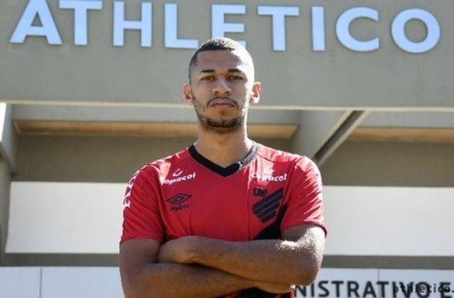 FECHADO - Através do site oficial, o Athletico-PR oficializou a contratação do atacante Fabinho, que assinou com o clube até dezembro de 2023 e foi revelado nas categorias de base do São Paulo.