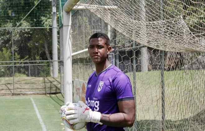 FECHADO - Buscando se reforçar para o Campeonato Mineiro, o Coimbra Sports acertou a contratação do goleiro Luiz Felipe, de 23 anos. Primeira contratação para a temporada, ele estava apurando a forma física no clube desde o ano passado e já está à disposição do treinador Diogo Giacomini.