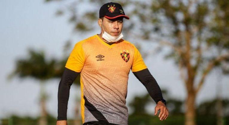 FECHADO - Chegou ao fim passagem de Jair Ventura pelo Sport. Após ser goleado por 4 a 0 pelo o Ceará, na Copa do Nordeste no último sábado, a pressão ficou insustentável e a diretoria comunicou a saída do treinador nesta segunda-feira (5).