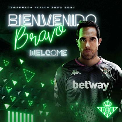 FECHADO: Claudio Bravo é o novo reforço do Real Betis. O goleiro chileno, que estava no Manchester City, assinou com o clube espanhol por uma temporada e opção de estender o vínculo por mais um ano.