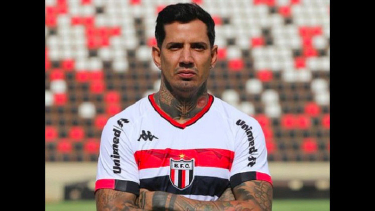 FECHADO - Com passagens pelo Vitória, Palmeiras e Vasco, o zagueiro Victor Ramos está de casa nova para 2021. O jogador, que também jogou no futebol mexicano, vai atuar no Botafogo-SP