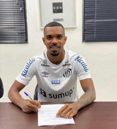FECHADO - Como o LANCE!/Diário do Peixe havia antecipado, o lateral-esquerdo Lucas Pires, ex-Corinthians, assinou oficialmente contrato até 2024 com Santos nesta terça-feira.
