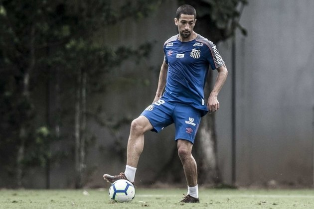 FECHADO: Concentrada para a decisão do estadual, a Chapecoense ganhou uma boa notícia nesta sexta-feira. Trata-se do meio-campo Evandro, ex-Santos, que assinou com o Verdão do Oeste para a disputa da Série B.