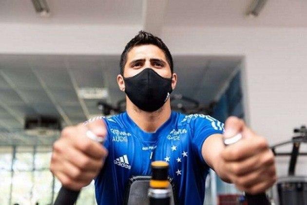 FECHADO - Confirmado como reforço do Cruzeiro, o lateral-direito Daniel Guedes, foi apresentado pelo clube mineiro e já está à disposição para os trabalhos na Toca da Raposa. Ele está emprestado pelo Santos até o fim de 2021.