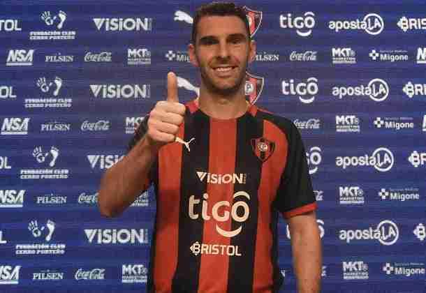 FECHADO - Depois de negociar Diego Churín com o Grêmio e ver Nelson Valdéz encerrar sua passagem no clube, o Cerro Porteño foi ao mercado e contratou um nome conhecido do público brasileiro: Mauro Boselli.