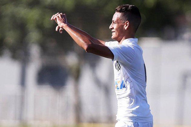 FECHADO - Destaque das categorias de base do Santos, o zagueiro Kaiky Fernandes acertou o seu primeiro contrato profissional com o clube. O vínculo será assinado ainda nesta segunda-feira (21) e terá duração até novembro de 2023.