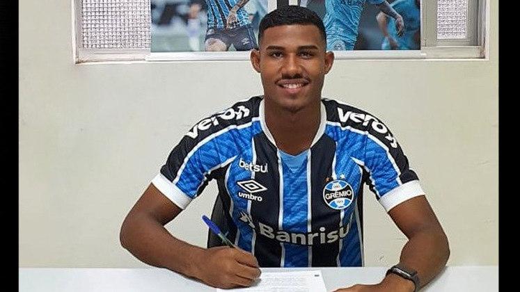 FECHADO - Destaque das categorias de base e com convocações para a Seleção Brasileira Sub-17, o lateral-esquerdo Luis Eduardo 'Cuiabano' renovou seu contrato com o Grêmio até o fim de 2024.