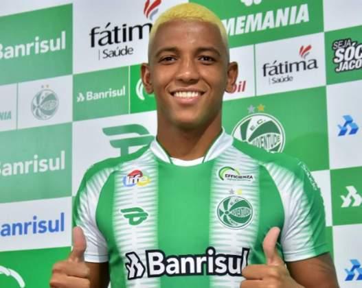 FECHADO - Destaque pelo CSA na temporada passada, o atacante Yago Oliveira recebeu a chance de atuar no Juventude, clube que voltou à elite do futebol nacional após 13 anos.