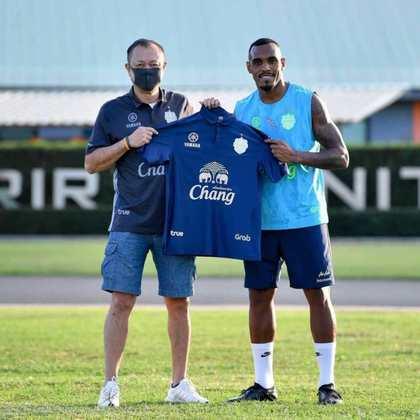 FECHADO - Digão foi anunciado oficialmente como o novo reforço do Buriram United. No clube tailandês, o zagueiro que deixou o Fluminense vestirá a camisa de número 26. Nas redes sociais, o jogador se disse