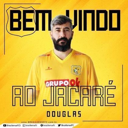 FECHADO- Douglas, ex-Corinthians e Grêmio, teve seu contrato rescindido com o Brasiliense. O motivo do cancelamento do vínculo é que o meio-campista recebeu e deve aceitar a proposta de um time que disputa a Libertadores. Pelo Jacaré, Douglas disputou nove jogos e marcou três gols.