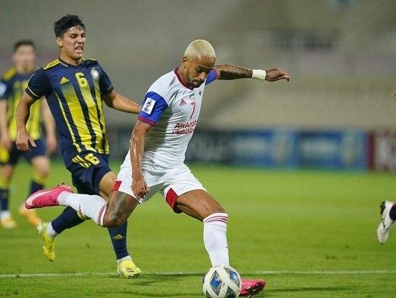 FECHADO - Durante a última semana, o Sharjah FC, dos Emirados Árabes, anunciou a renovação e compra do atacante Caio Lucas, que pertencia ao Benfica, de Portugal, e esteve no clube por empréstimo nessa temporada.
