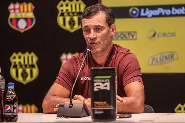 FECHADO - Eliminado da Libertadores da América, o Barcelona de Guayaquil junta os cacos e tenta se recuperar para a sequência da temporada no Equador. Sem dar tempo para uma crise ser desenvolvida, o presidente Aquiles Álvarez deixou claro que o técnico Fabián Bustos vai continuar no cargo.