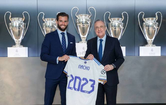 FECHADO - Em um dia marcado pelo anúncio do ídolo merengue Sergio Ramos no Paris Saint-Germain, o Real Madrid confirmou a renovação de contrato do zagueiro Nacho Fernández por mais duas temporadas. O defensor tinha vínculo com o clube até junho de 2022, ao final da época atual, mas ficará até junho de 2023.