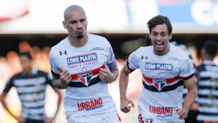 FECHADO - Ex-São Paulo, o zagueiro Maicon rescinciu o seu contrato com o Al-Nassr após o clube ficar seis meses sem pagar os salários para o atleta.