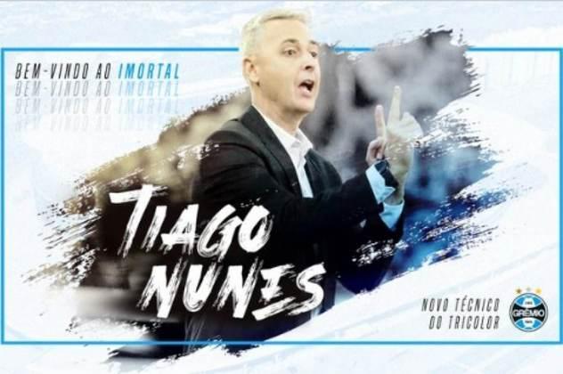 FECHADO - Fim da espera. Após alguns dias de expectativa, o Grêmio oficializou a chegada de Tiago Nunes para a vaga de Gaúcho no comando da equipe. Sem clube desde a sua saída do Corinthians, Tiago terá uma nova oportunidade para mostrar o seu trabalho em um gigante do futebol brasileiro.