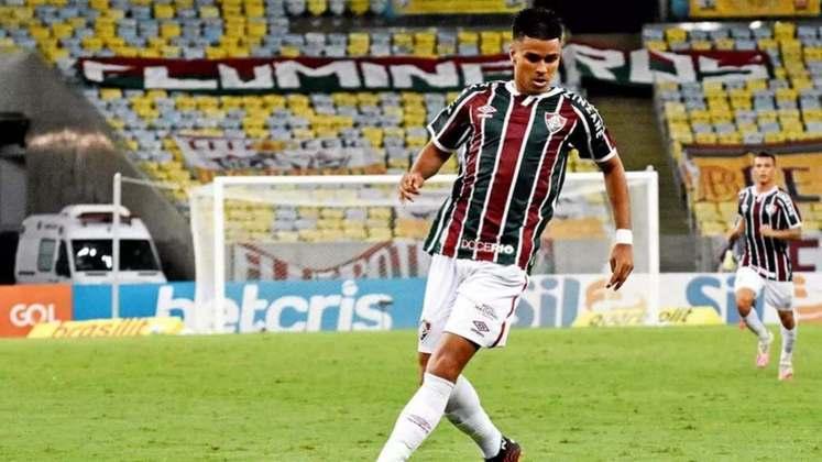FECHADO - Integrado ao time profissional, o volante Nascimento renovou o contrato com o Fluminense até 31 de dezembro de 2023. O novo vínculo já foi registrado na terça-feira no Boletim Informativo Diário (BID) da CBF. O anterior se encerrava em junho deste ano e, portanto, o jogador de 21 anos poderia assinar um pré-contrato com qualquer outra equipe.