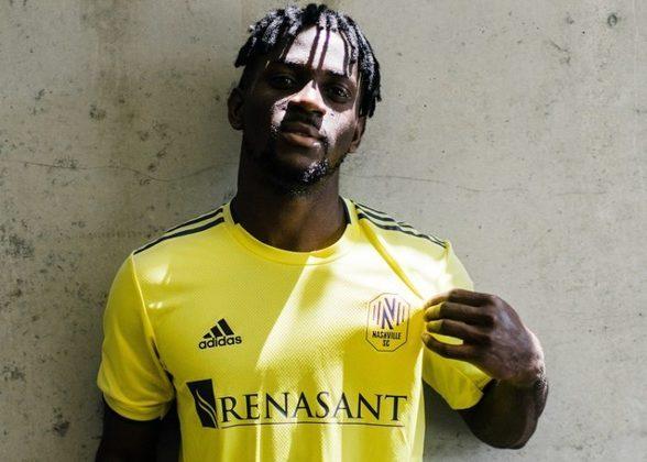 FECHADO - Integrante do elenco que conquistou em 2019/2020 o Clausura da Liga MX, o atacante marfinense Aké Loba está de casa nova. O Nashville anunciou nessa semana a chegada do jogador marfinense de 23 anos de idade.