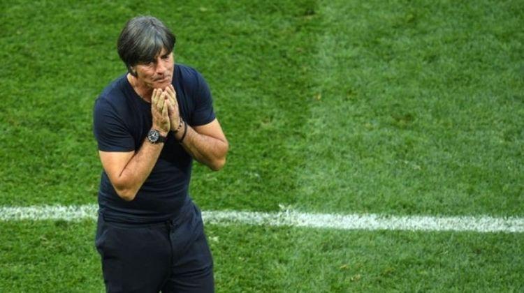 FECHADO - Joachim Low, técnico da Alemanha, anunciou que irá deixar o cargo após a Eurocopa que será realizada em 2021. O comandante, que está há 17 anos servindo a seleção alemã, sendo 15 como treinador, tinha contrato com a equipe até o final da Copa do Mundo do Qatar em 2022.