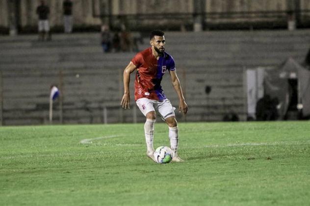 FECHADO - Kaio tem o contrato encerrado com o Paraná nesta quinta-feira, 1º de abril. O volante, que chegou a ser improvisado na lateral, não chegou a um acordo para a renovação do vínculo e deixa o clube após chegar no ano passado.