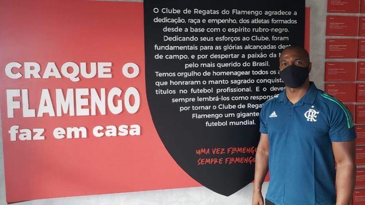 FECHADO - Lateral esquerdo com passagens por clubes importantes, do Brasil e da Europa, e pela Seleção Brasileira, Gilberto assumiu a coordenação do Plano de Desenvolvimento Individual (PDI) do Flamengo, projeto que faz parte do processo de formação dos atletas das categorias de base do clube da Gávea.